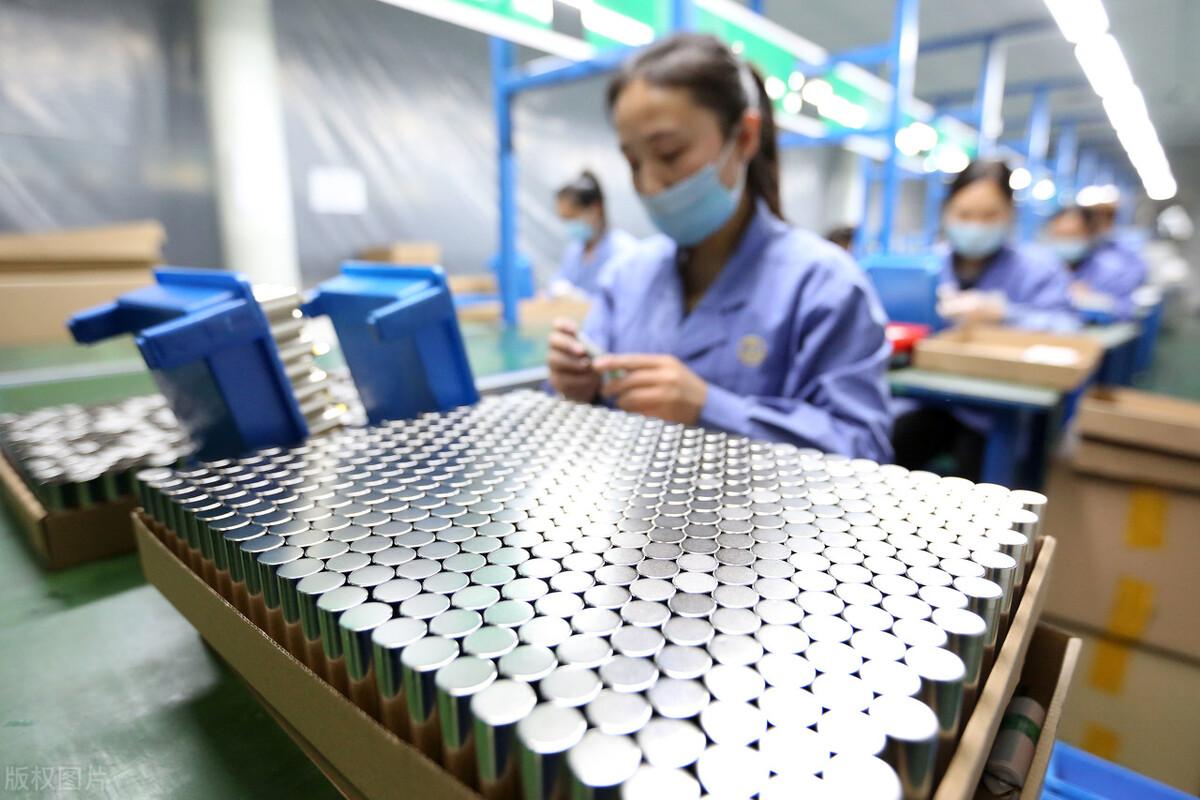 简述锂离子电池在高低温下的性能