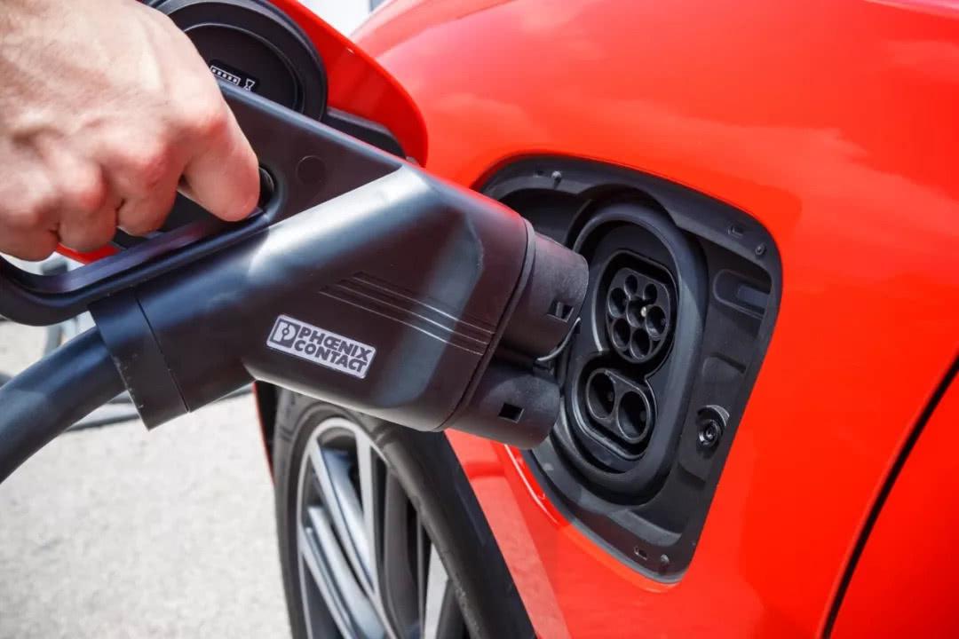低温高寒地区下如何解决电动汽车低温续航缩水问题